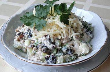 Салат с черносливом и ветчиной