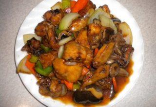 Куриные грудки, жаренные с овощами и кешью