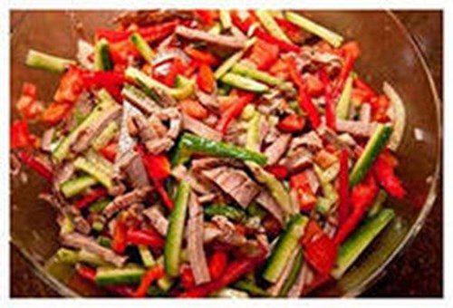 Мясной салат с овощами фото