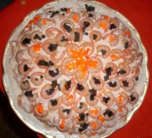 Розовый салат с креветками фото