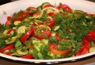 Салат из помидоров, болгарского перца и огурца
