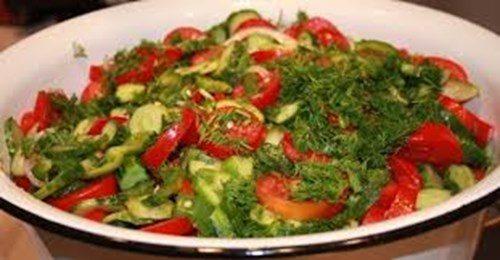 Салат из огурцов и болгарского перца фото