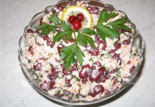 Салат из фасоли и крабовыми палочками
