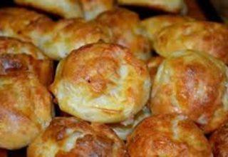 Сырные булочки из слоеного дрожжевого теста