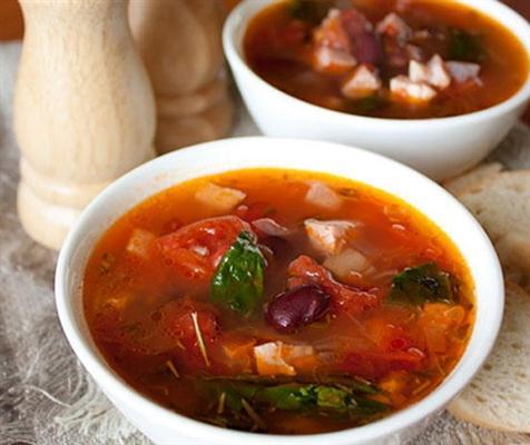 Суп с фасолью и томатами фото
