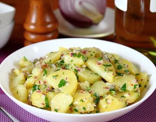 Французский картофельный салат фото