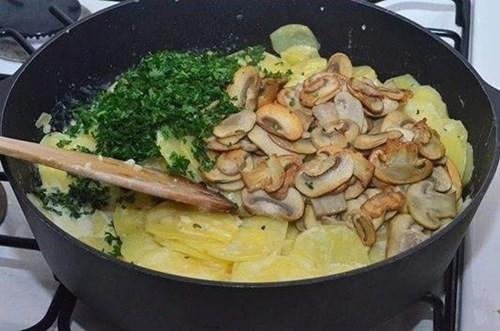 Картошка с «Грибами в сливках» фото