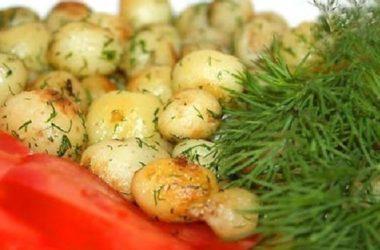 Молодая «картошка с чесночно ореховой заправкой»