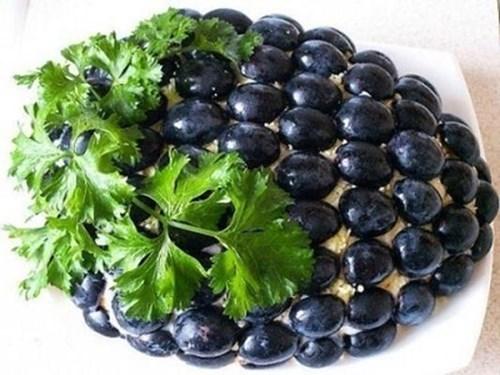 Салат Гроздь винограда фото