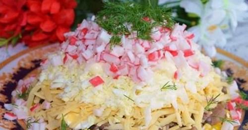 Салат с крабовыми палочками и грибами фото
