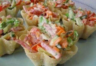 Тарталетки с «Корейской морковью и салями»