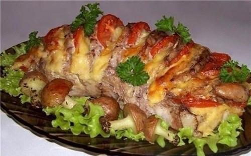 Запеченная свинина «с картофельными грибочками» фото