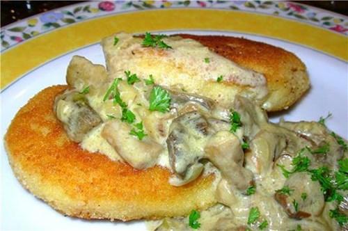 Картофельные котлеты с грибной подливкой фото