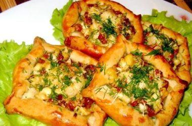 Слоечка с «колбасой, яйцом и сыром»