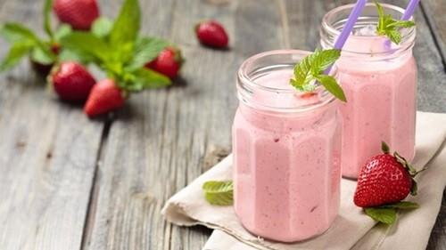 Клубника с йогуртом коктейль фото